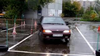 Параллельная парковка задним ходом.