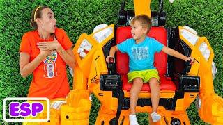 Vlad y Niki pretenden jugar con coches de juguete