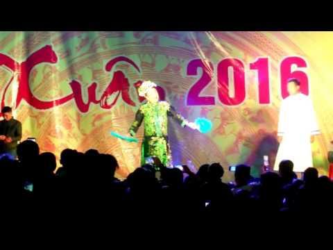Hài Xuân Hinh diễn tại hội chợ 2016