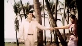 Санджив Кумар и Рина Рой.