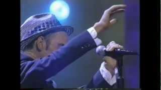 R.E.M.   Everybody Hurts (Live 1993)