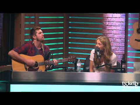 """Carly Pearce Performs """"Hide the Wine"""" Acoustic"""