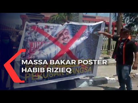 demo di kupang massa bakar poster habib rizieq
