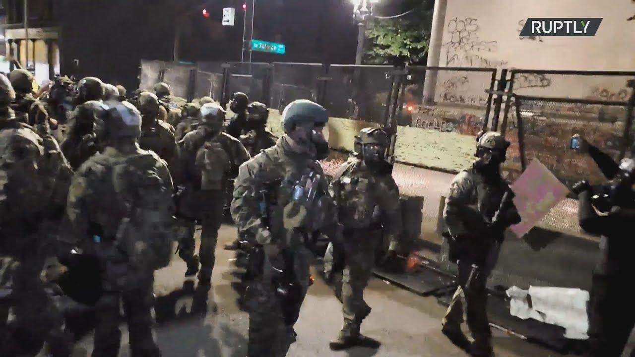 ΗΠΑ:Δακρυγόνα και συλλήψεις καθώς αυξάνεται η ένταση μεταξύ διαδηλωτών και αστυνομικών στο Πόρτλαντ