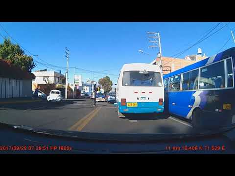 Arequipa. Semaforos cruces peatonales y TAXIS