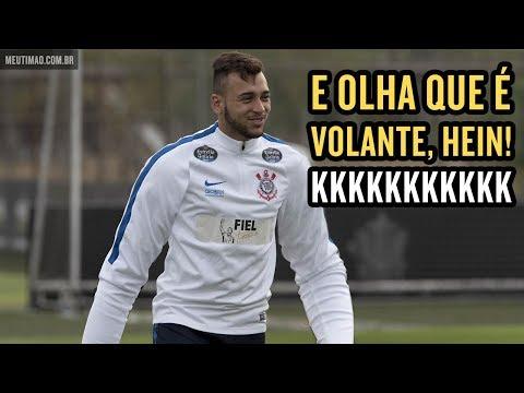"""Léo Santos brinca enquanto Maycon estaciona: """"Braço"""""""