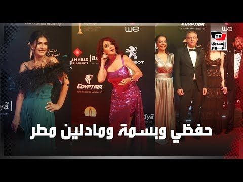 مادلين مطر تداعب المصورين في ختام القاهرة السينمائي
