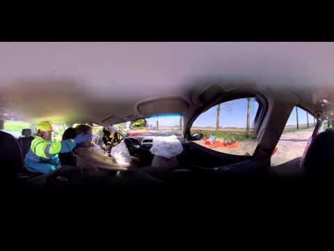 Un video en 360 grados del rescate de un coche por los bomberos 1