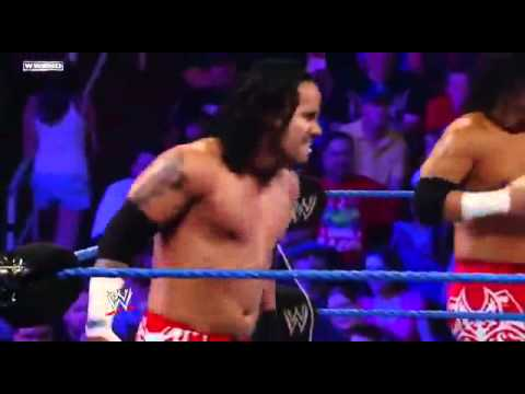 Jey Uso»Running Hip Attack
