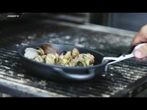 Video Oven baked clams Charcoal oven - Engels