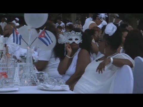 """""""Le Dîner en Blanc"""" viste de blanco a 500 comensales en La Habana"""