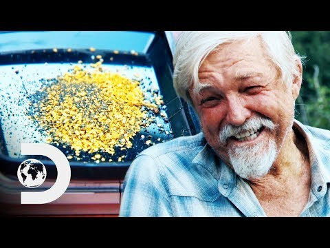 Dustin's First Gold Cleanup Is A Pleasant Surprise! | Gold Rush: White Water