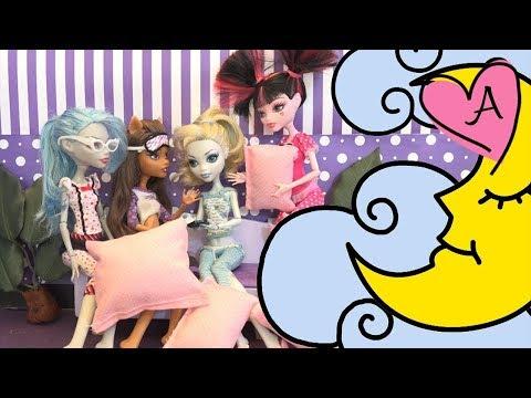 Juguetes de Monster High en español - Fiesta de pijamas con Clawd y Draculaura y otras muñecas de MH
