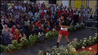 Ewa Farna - Ticho (acoustic live) Velehrad 2008