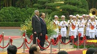 Tin tức 24h: Phó Thủ tướng Phạm Bình Minh thăm ĐSQ Việt Nam tại Trung Quốc