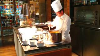 preview picture of video 'Morning buffet at Hyatt Regency Tokyo. ハイアットリージェンシー東京の朝食'