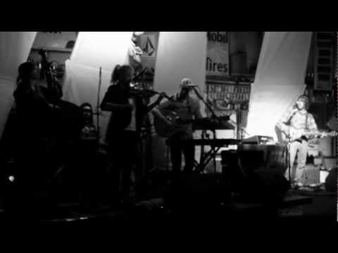 To The Mountains - Wandering Wild, Live at the Filling Station
