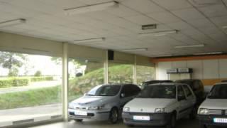 preview picture of video 'Landivisiau Bâtiment  Local d'activité Parking'