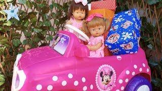 Ani y Ona Nenuco BUSCAN JUGUETES ESCONDIDOS de Minnie Mouse en su coche nuevo