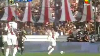preview picture of video 'Gol de River a Quilmes - 27 pases de los 11 jugadores'