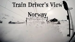 """TRAIN DRIVER'S VIEW: """"Stormy"""" winter conditions on the mountainpass (Bergen Line, Norway)"""