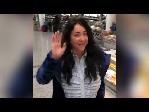 Лолита Милявская танцует в аэропорту Торонто