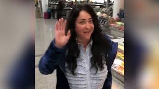 Лолита танцует в аэропорту Торонто