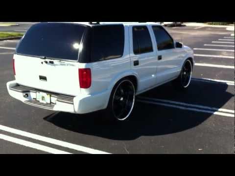 "2000 Chevy Blazer Lowered on 24"" Wheels"