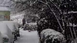 preview picture of video 'snowfall in Bishkek 2014 12 07'