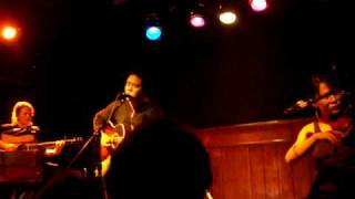 """Ida performing """"Maybelle"""" at Schubas - Chicago, IL - Aug 16, 2008"""