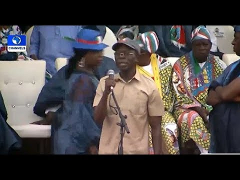 Oshiomhole Booed, Stoned At Buhari's Rally In Ogun