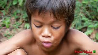 Primitive Technology - Eating delicious - Awesome cooking pigs kidney on a rock