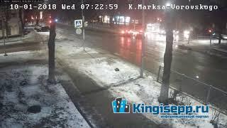 Как же так? Видео момента столкновения 2-х авто у полиции. Утреннее ДТП в Кингисеппе. KINGISEPP.RU