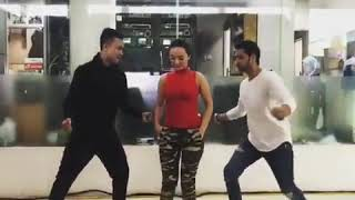 Zaskia Gotik Shakti Arora Dance Romantis