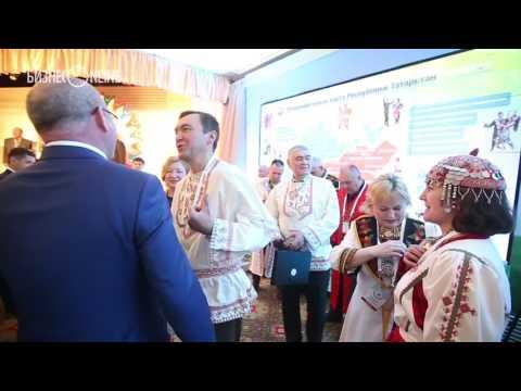 Лидер чувашской диаспоры в РТ пришел на съезд народов Татарстана в национальной одежде