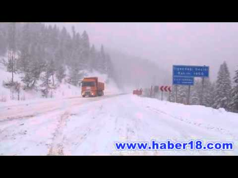 Çankırı – Kastamonu arasında bulunan Ilgaz dağında kar ve tipi etkili oluyor.