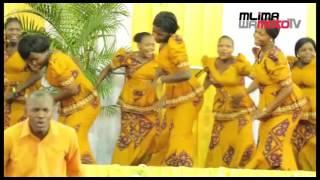"""Kwaya Ya Mlima Wa Moto Mikocheni """"B"""" Katika Ibada Ya Jumapili O1 05 2016"""