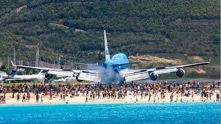 Захватывающая посадка самолета на пляже // Exciting landing airplane on beach