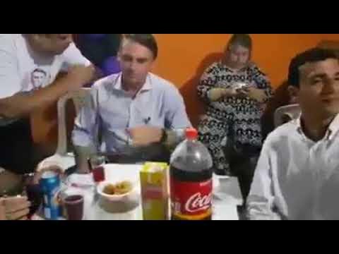 BOLSONARO SE ESBALDANDO NA FESTINHA GRANFINA - DE GENTE RICA