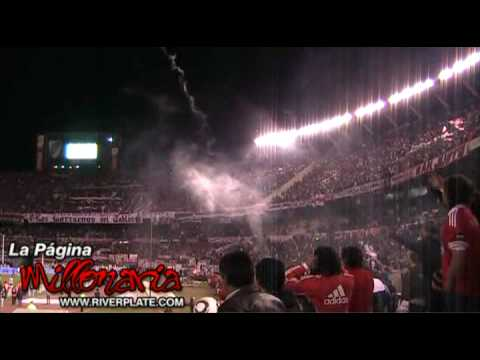 """""""""""Ole ole ole jugando bien o jugando mal"""" - River Plate"""" Barra: Los Borrachos del Tablón • Club: River Plate • País: Argentina"""