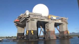 preview picture of video 'Giant Sea-Based X-Band Radar (SBX-1) Enters Pearl Harbor'