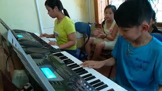 Lớp đàn Organ NTNYB Nối vòng tay lớn