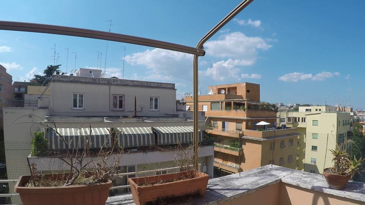 Rooms for rent in 3-bedroom apartment with AC and balcony in Parioli