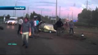 Страшная авария в Оренбурге, в которой водитель чудом остался в живых попала на видео