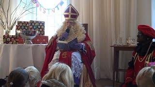 Sinterklaas in Het Witte Kasteel - De kleren van Sinterklaas