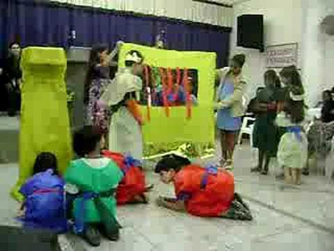 Apresentação das Crianças da ig A100bleia de Deus em araçás