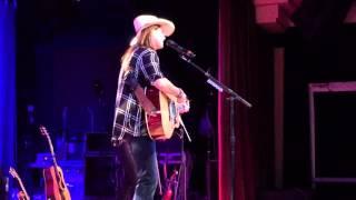 "Terri Clark ""Three Mississippi"" Rocky Mount, VA, 10/10/15"