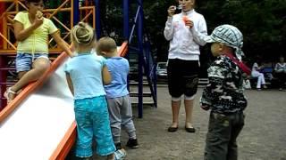Дети и мыльные пузыри