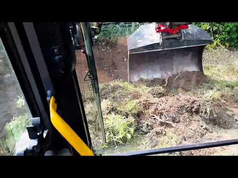 Hitachi with a big bucket and engcon tiltrotator spreads
