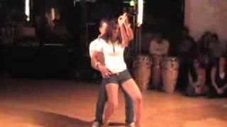 Super dance... & beautiful latina baby...)